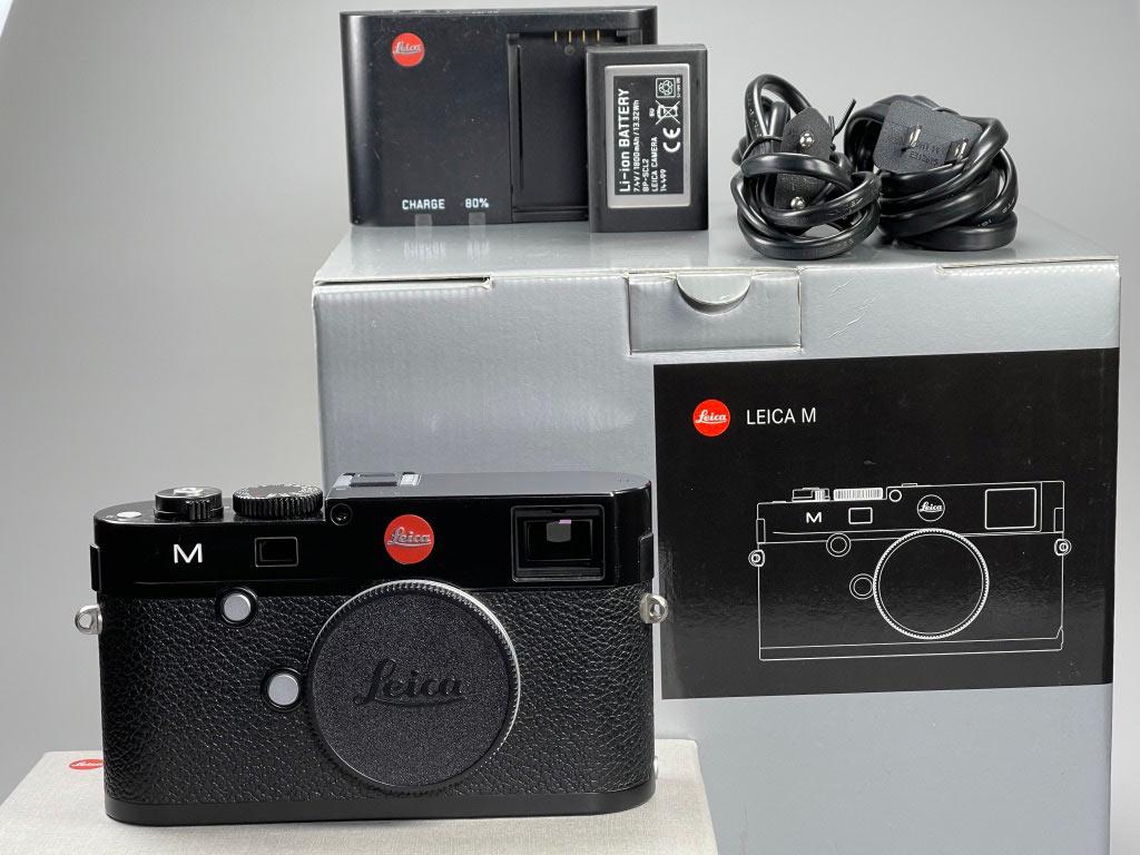 Leica M240: kompletter Lieferumfang, nur der Gurt ist nicht zu sehen