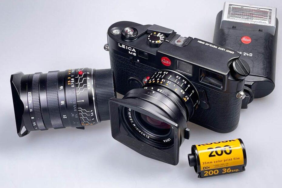 Leica M6 mit Objektiven und Blitz