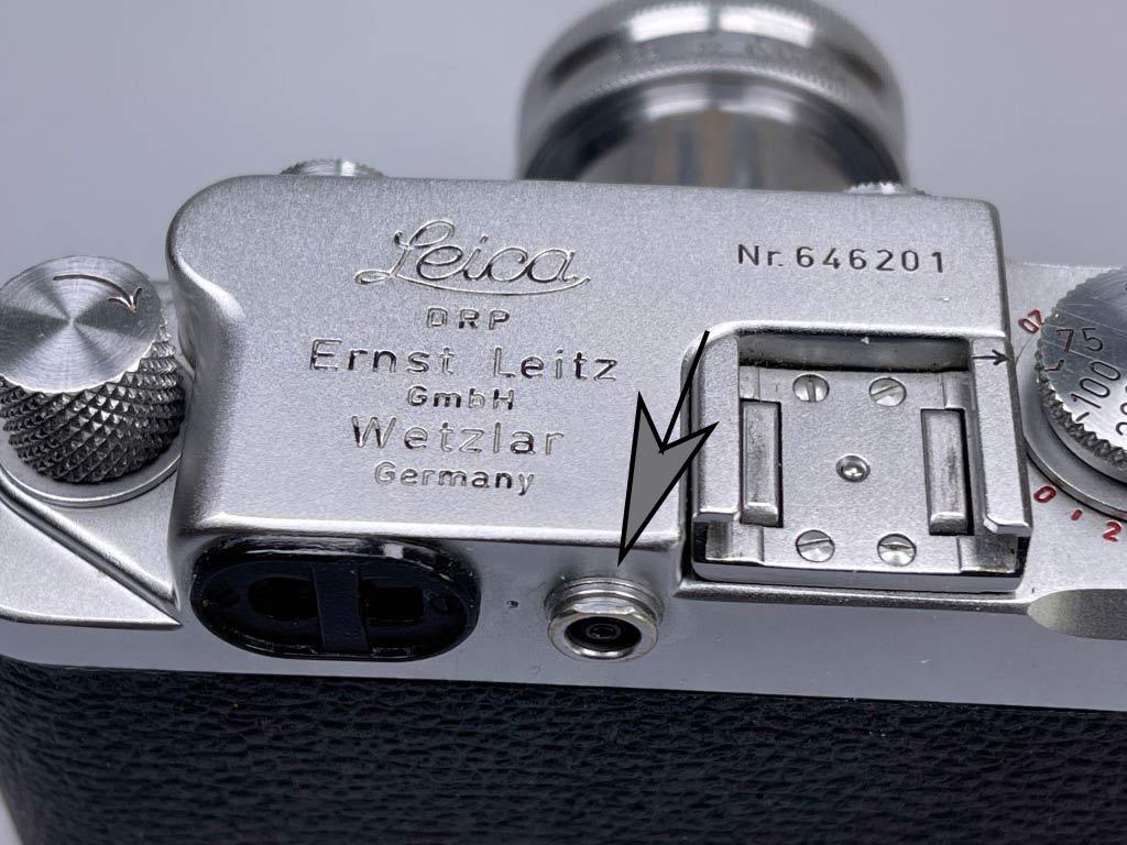 Blitzanschluss bei der Leica IIIf