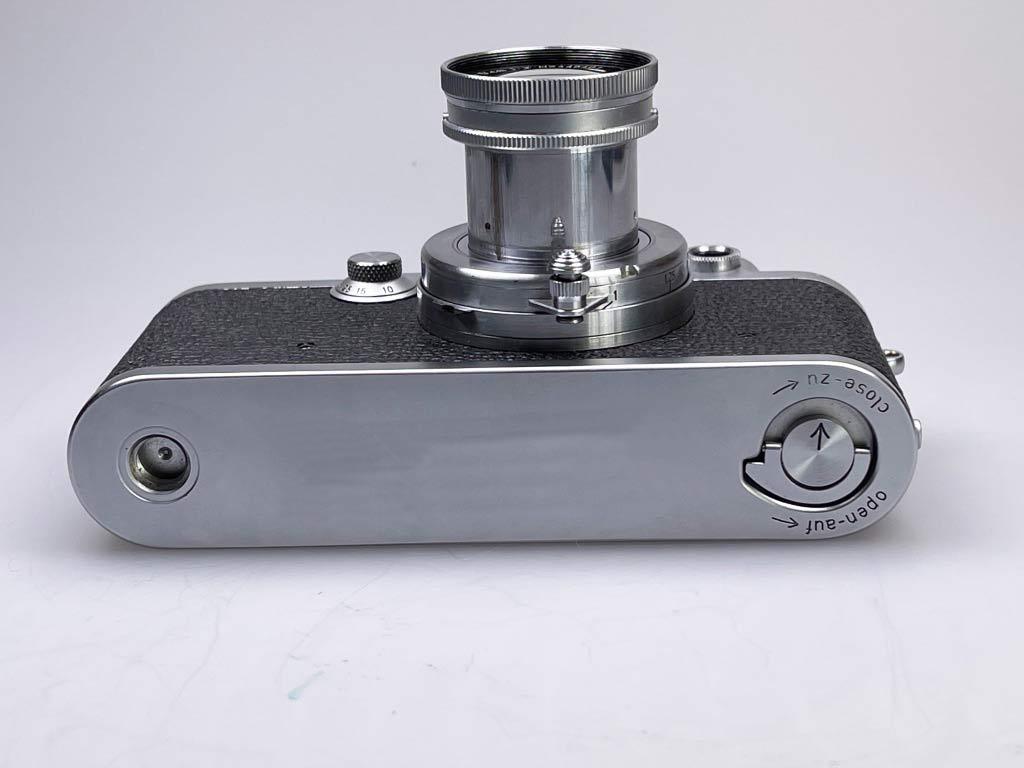 Leica IIIf von unten mit Objektiv