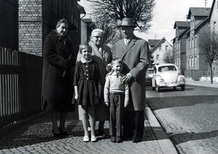 M3 Familienfoto mit Oma und Opa