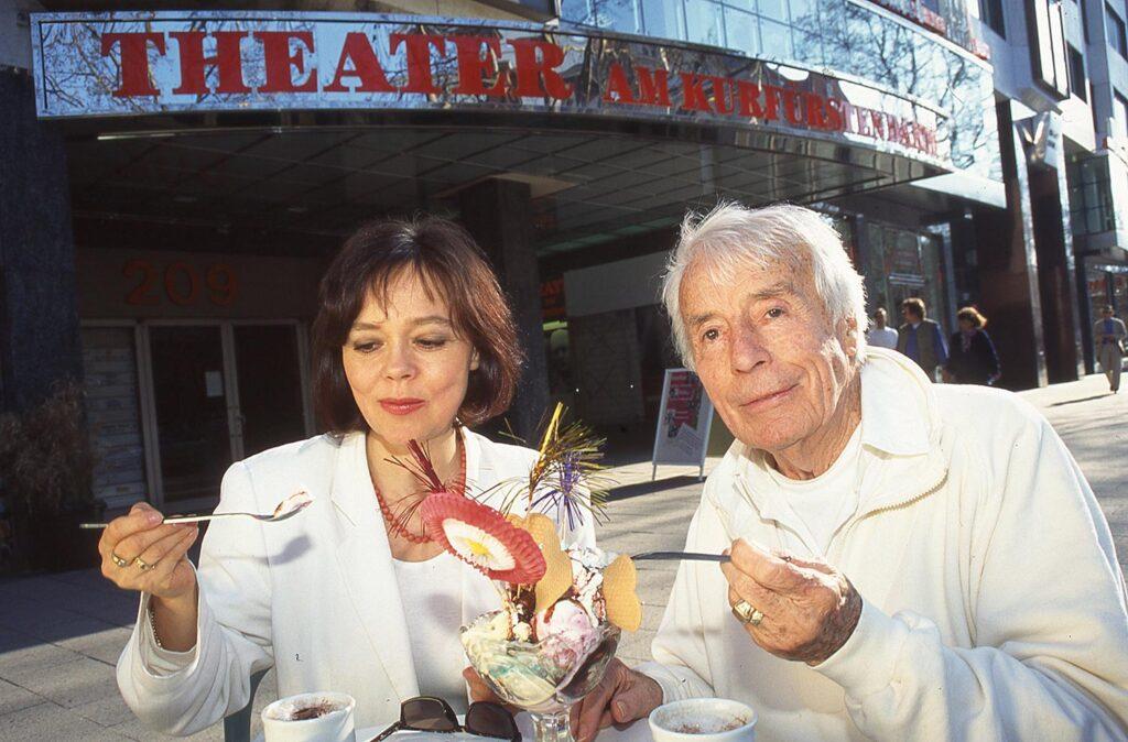 Johannes Heesters und Simone Rethel fotografiert mit Leica M6