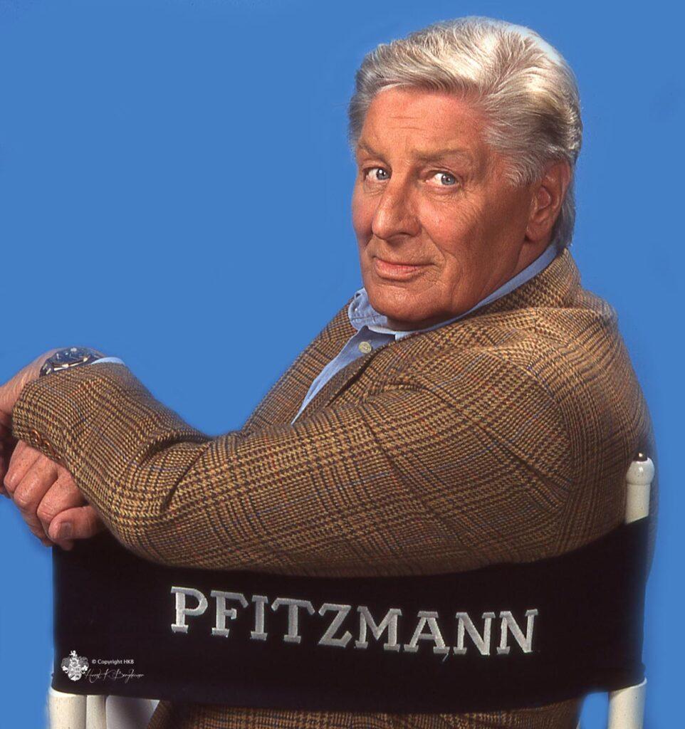 Günter Pfitzmann mit der M6 die neue Autogrammkarte