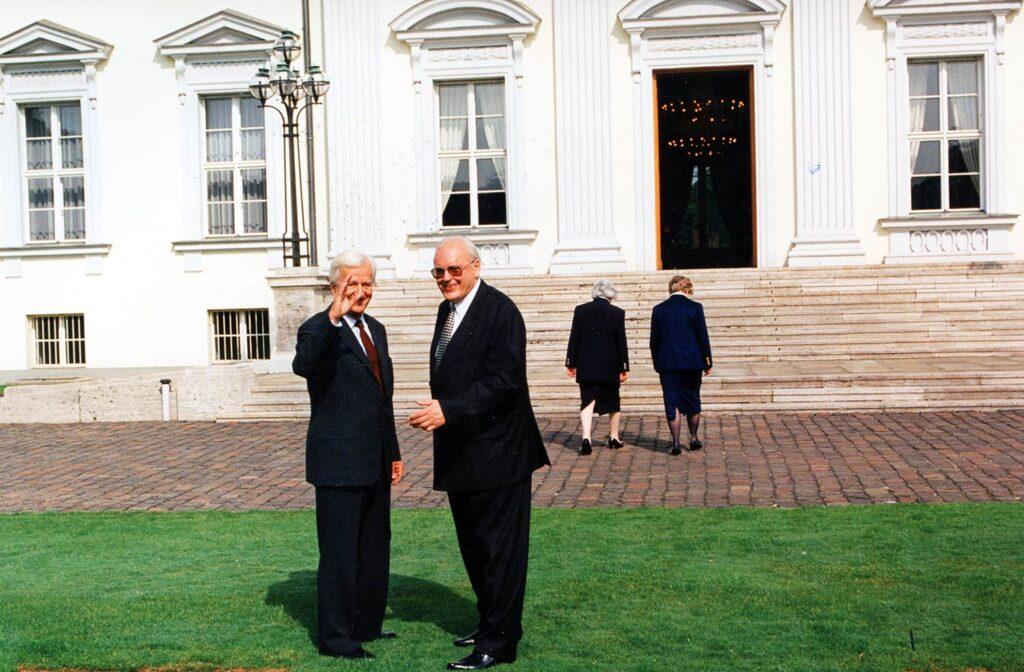 Bundespräsident Richard von Weizsäcker und Bundespräsident Roman Herzog fotografiert mit der M6