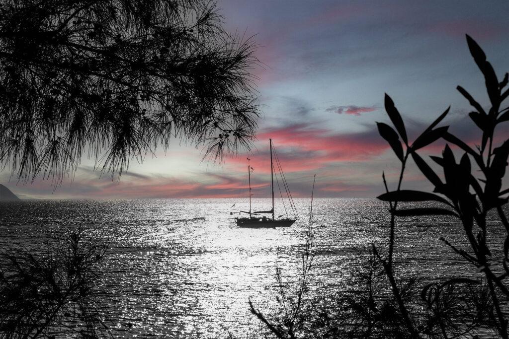 Schatten beim Sonnenuntergang mit Lichtspielen am Himmel. Mit der Leica SL aufgenommen.