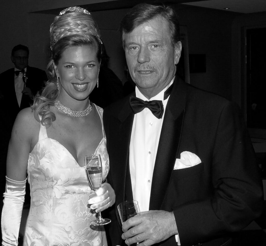 Ferfried Maximilian Pius Meinrad Maria Hubert Michael Justinus Prinz von Hohenzollern mit seiner damaligen Frau Maja. Fotografiert mit meiner Leica M3