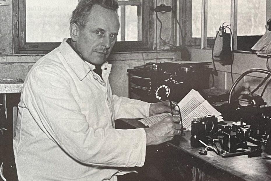 Oskar Barnack an seinem Arbeitsplatz