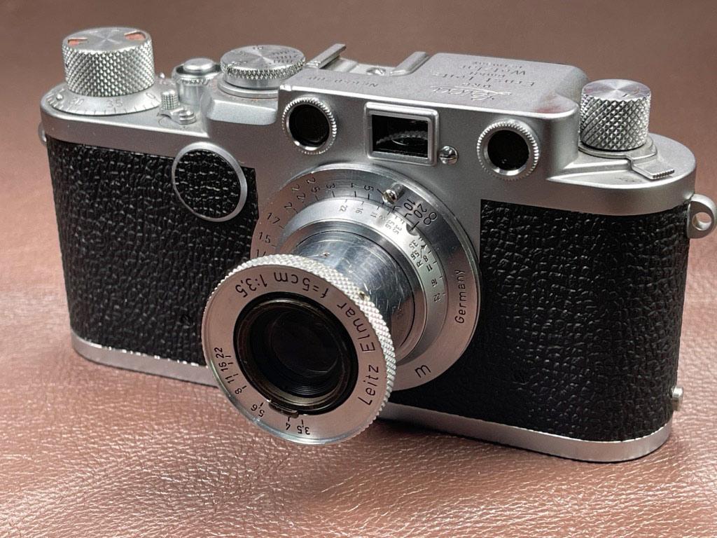 Eine alte Kamera die Leica IIf aus dem Jahre 1953. Mit einem Leica Elmar Objektiv 1:3,5 5cm