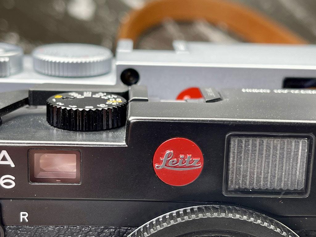 Leica M6 und Leica M10, fast identisch in der Höhe