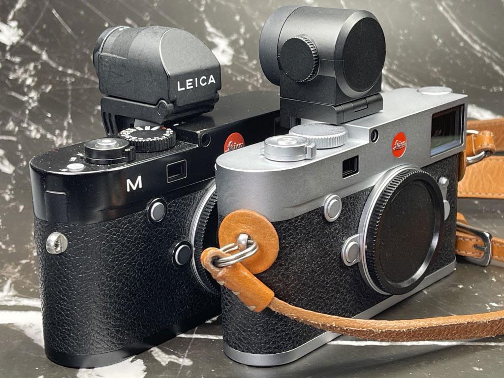 M (Typ 240) mit EVF2 hinter M10 mit Visoflex (Typ 020) vorne.