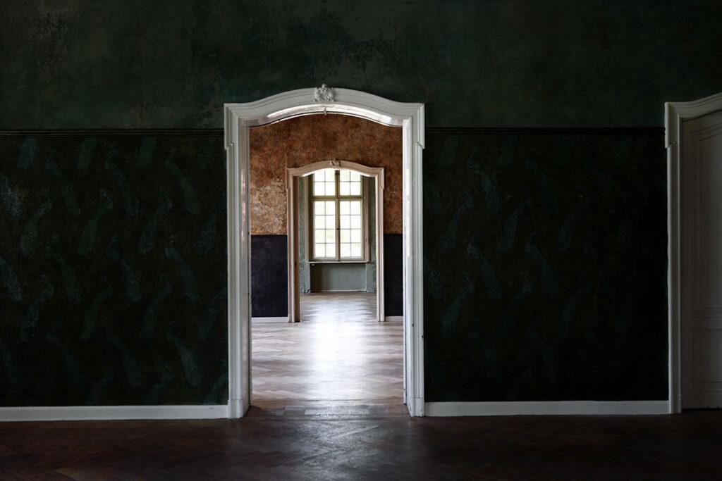 Innenaufnahmen in einem Lost Place mit dem 50mm Summilux-SL werden auch bei schwierigem Licht sehr gut hier bei Blende 3,5