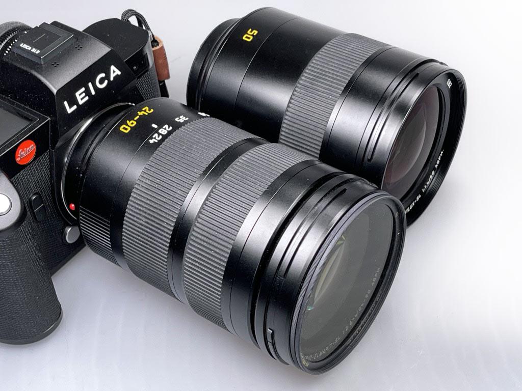 Das 50mm SL ist etwas kleiner, also kürzer, ca. 14mm und leichter als das Vario 24-90mm SL