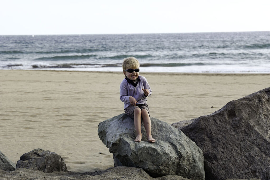 Leica Vario-Elmarit-SL 24-90 mm, lustiger Junge am Strand