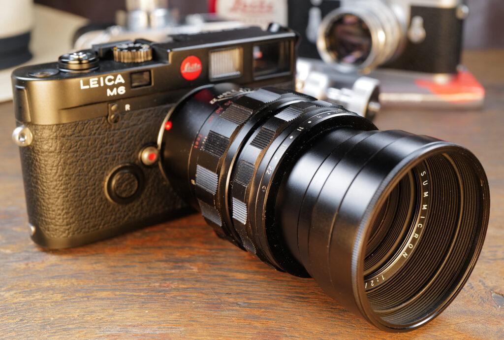 Mein Summicron-M 90mm mit ausgefahrener Gegenlichtblende an meiner Leica M6