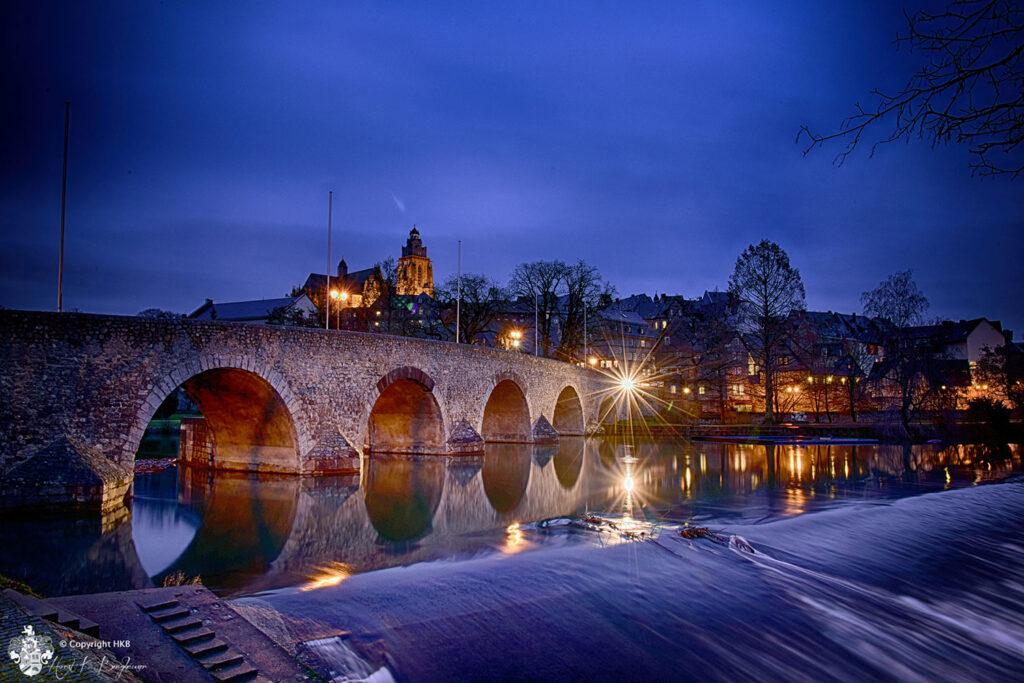 Die Heimat der Leica. Lahnbrücke in Wetzlar mit meiner Leica M und dem Tri Elmar 16-18-21mm zur blauen Stunde im Februar 2015