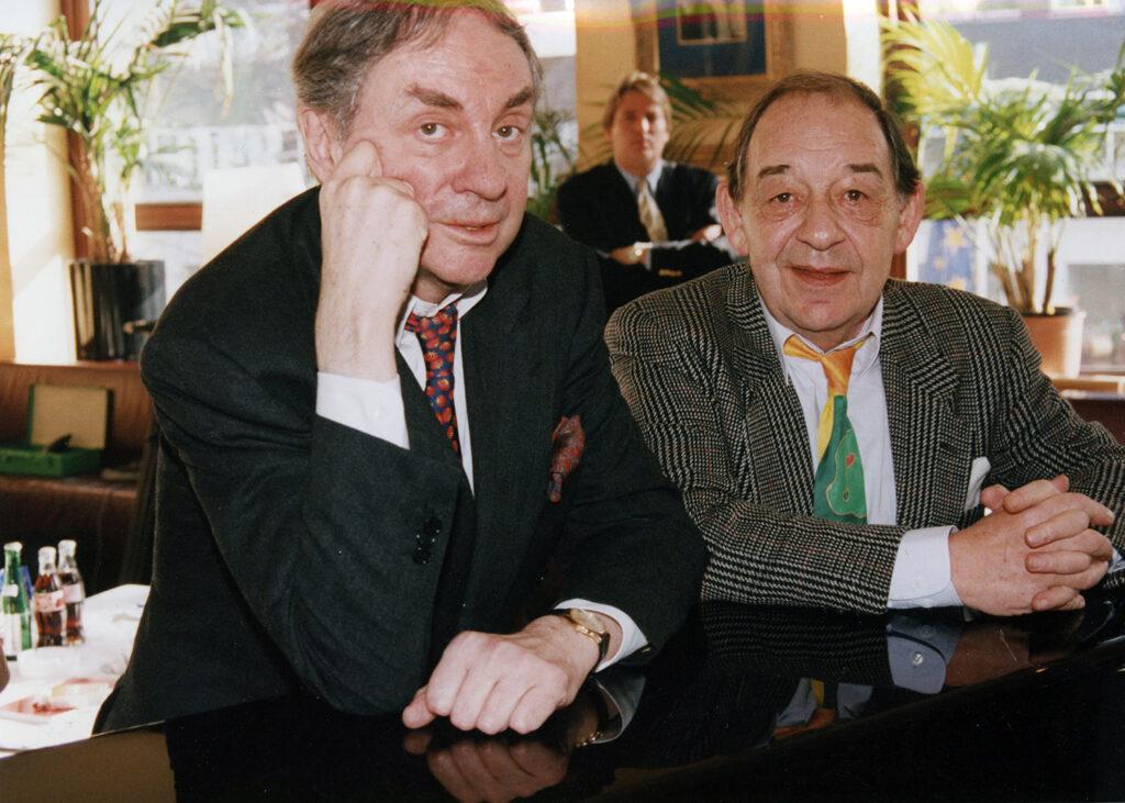 Leica M4-2 im Einsatz. Harald Juhnke und Paul Kuhn, im Hintergrund Juhnkes Manager Peter Wolf