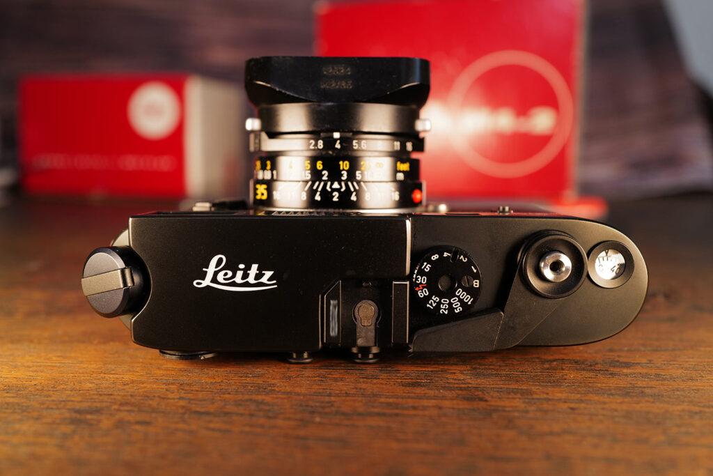 Leica M4-2 Oberseite mit Leitz Schriftzug (keine Gravur)