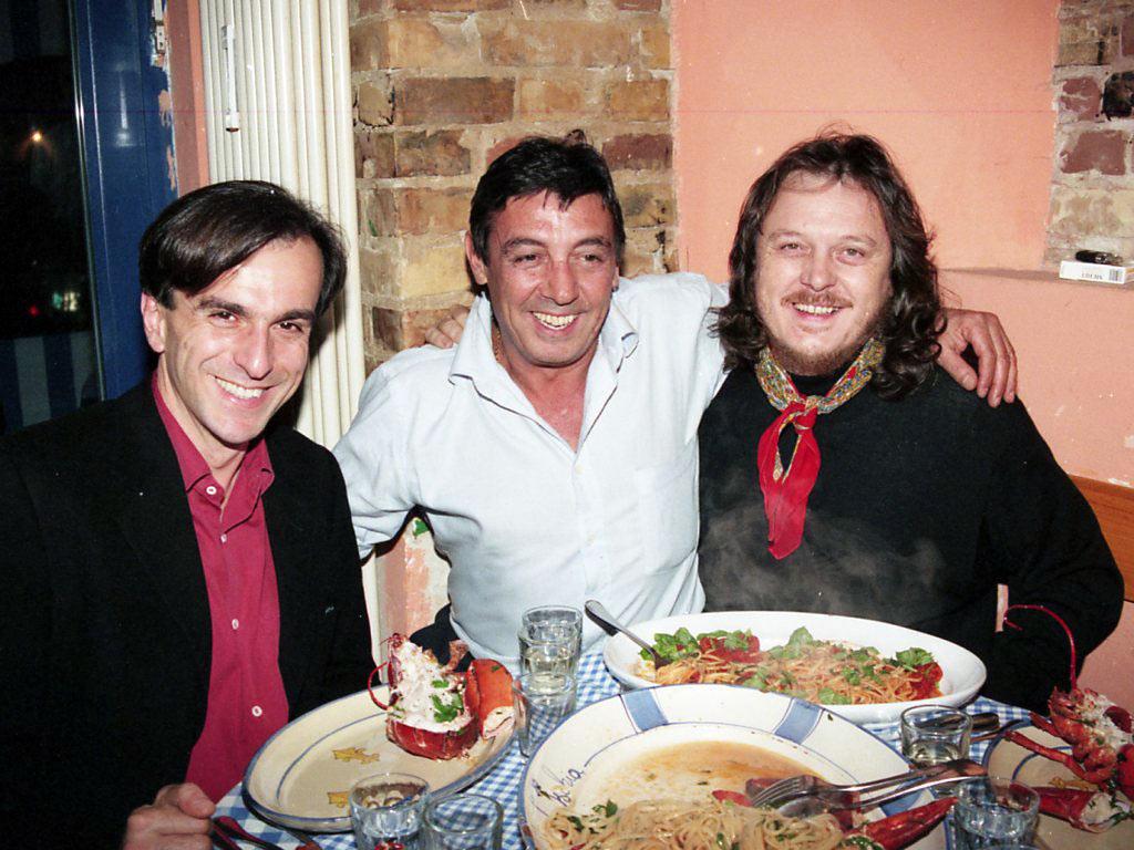 © Horst K. Berghäuser - fotografiert mit meiner Leica M4-2: Lustiges Essen mit Freund Fedele (Mitte) und dem italienischen Sänger Zucchero (rechts)