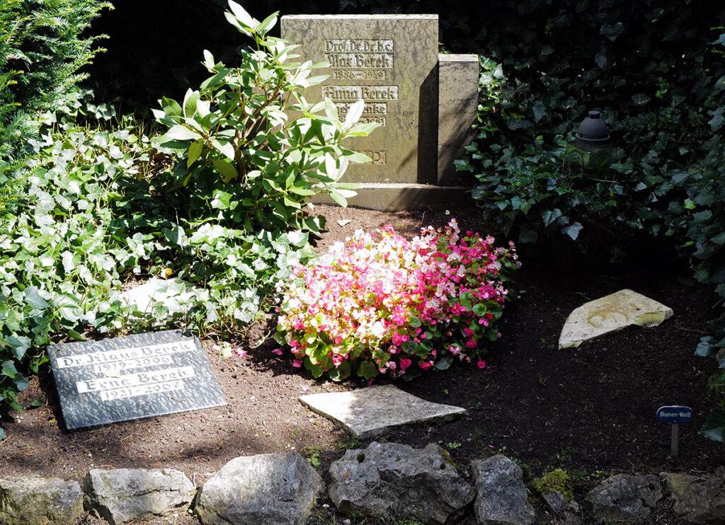 Grab der Familie Max Berek auf dem alten Wetzlaer Friedhof, direkt links am unteren Ende der Kaskaden gelegen